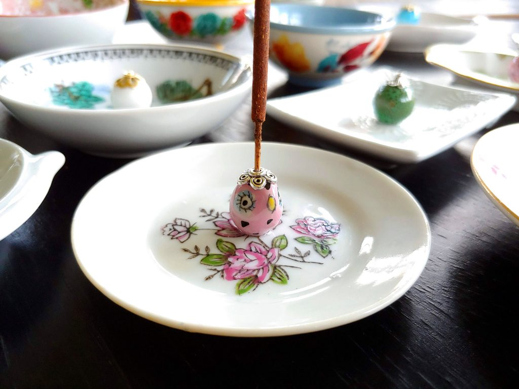 Diy Incense Holders Using Cute Little Dishes And Big Beautiful Beads Chrissy Makes A Mess