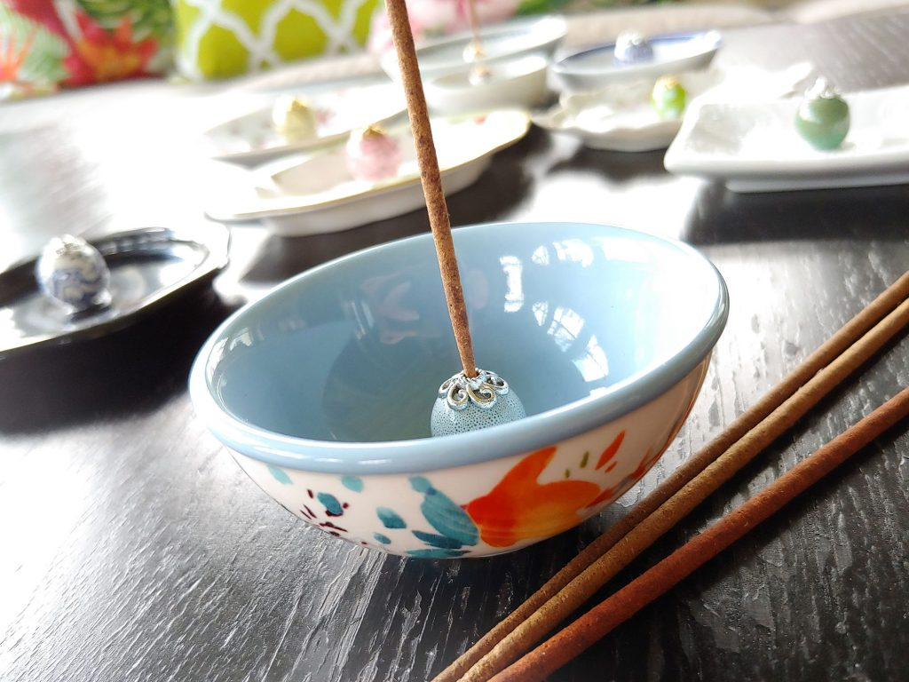 Tutorial for DIY Incense Holder using small dishes and large decorative beads. These whimsical incense holders are easy and inexpensive to make using small repurposed plates, bowls, coasters and ashtrays. You just need a little plate or bowl, a bead and a bead cap. Follow this link for instructions!